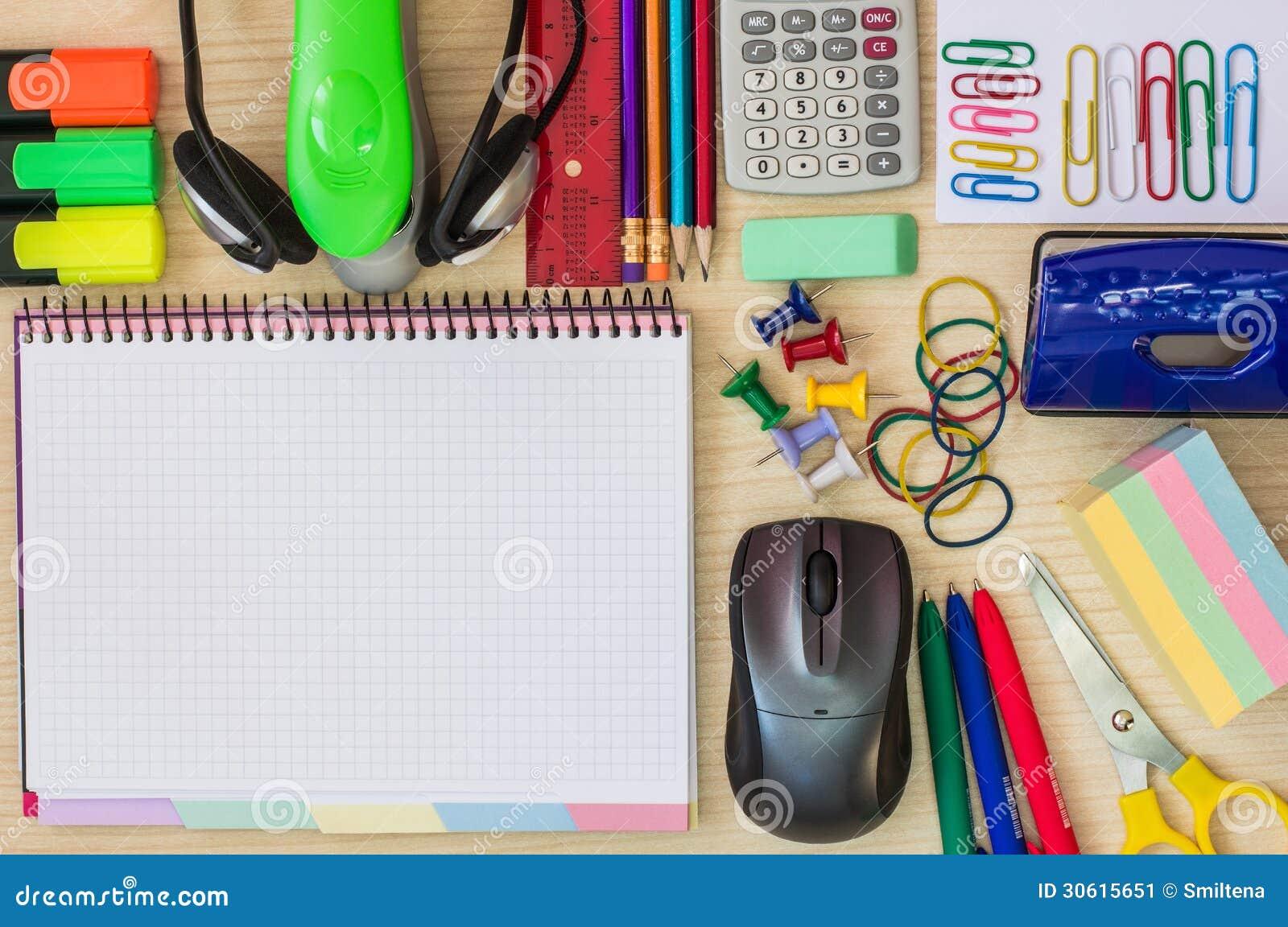 Oggetti sulla scrivania immagine stock immagine 30615651 for Articulos decorativos para oficina
