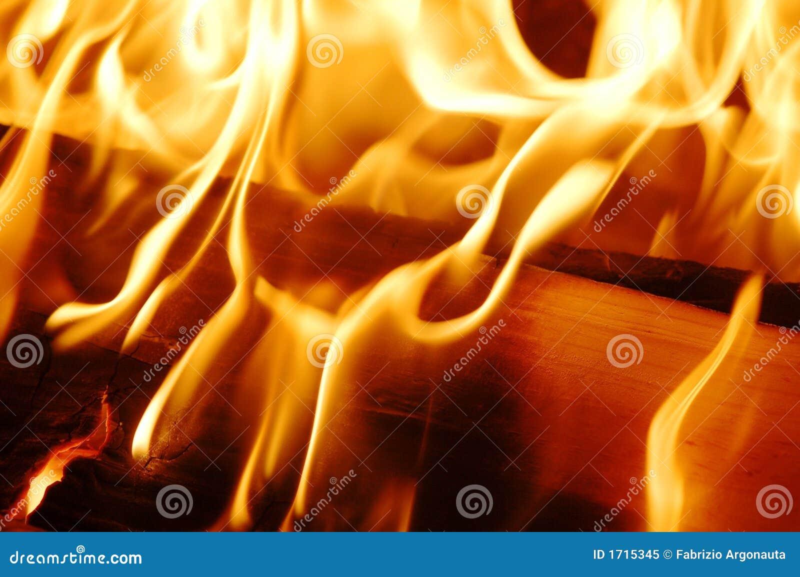 Ogień płonie.
