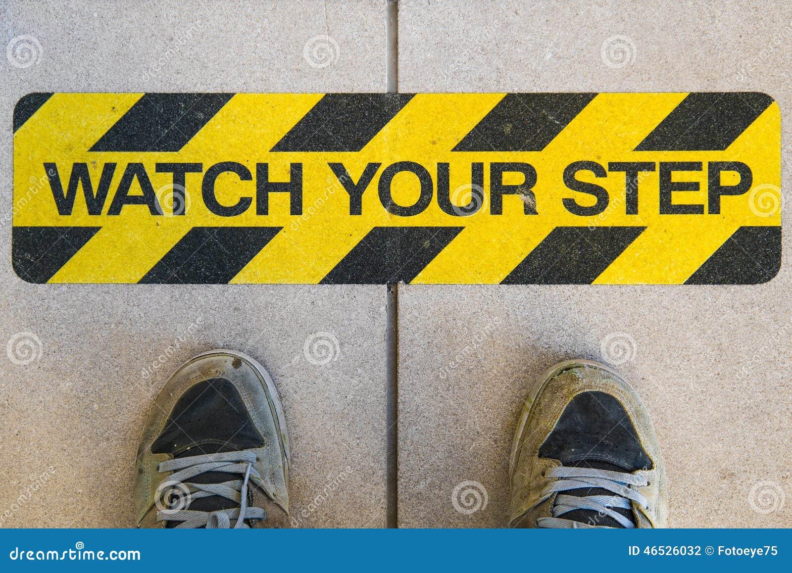Ogląda twój krok budowy znaka ostrzegawczego