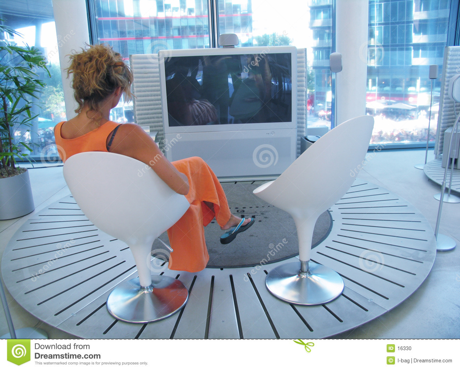 Oglądanie telewizji kobieta