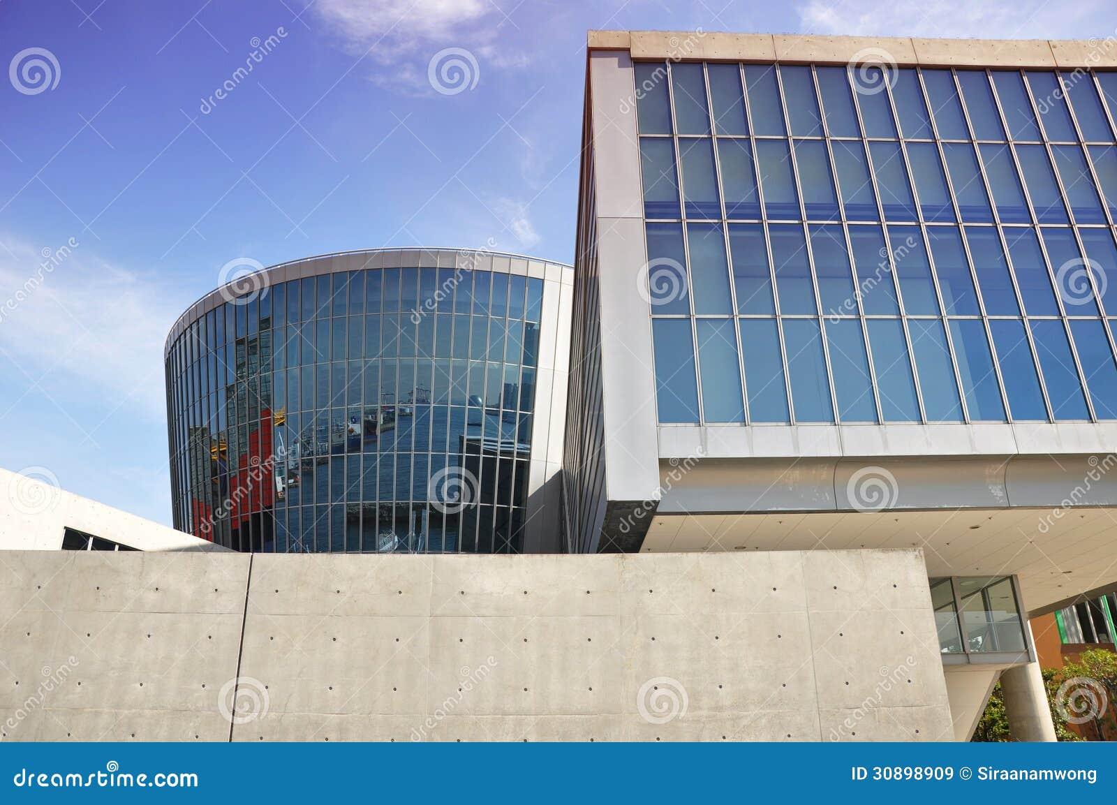 Ogołaca betonowego i szklanego muzeum - Osaka, Japonia