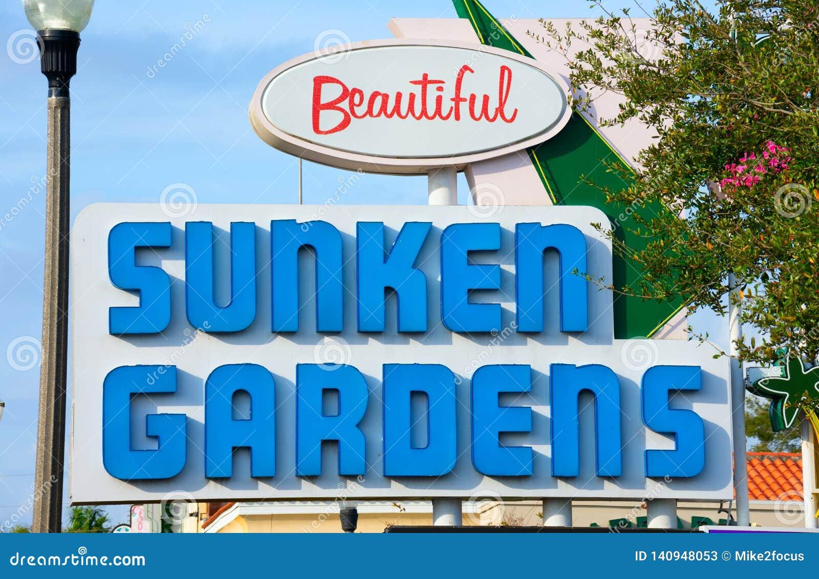 Ogródu botanicznego parka tematycznego ZAPADNIĘCI ogródy podpisują wewnątrz Świątobliwego Petersburg Floryda