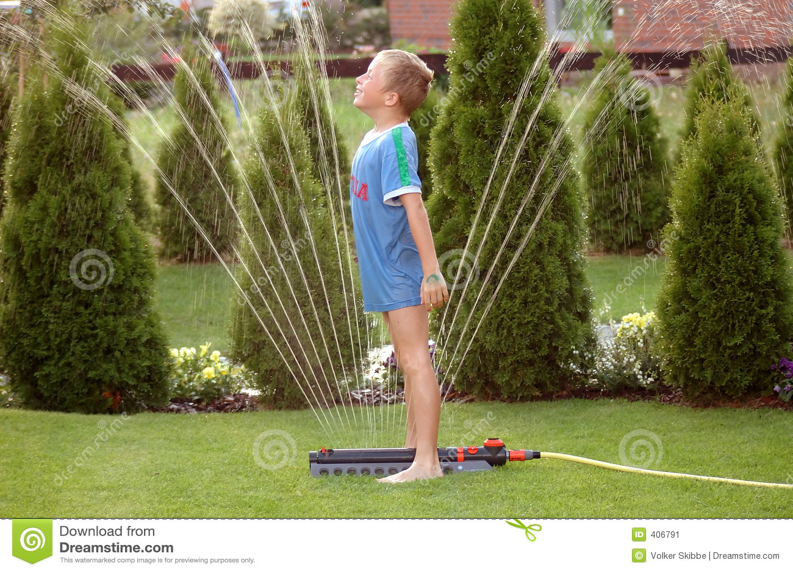 Ogród sprinkler1 chłopcy dziecka