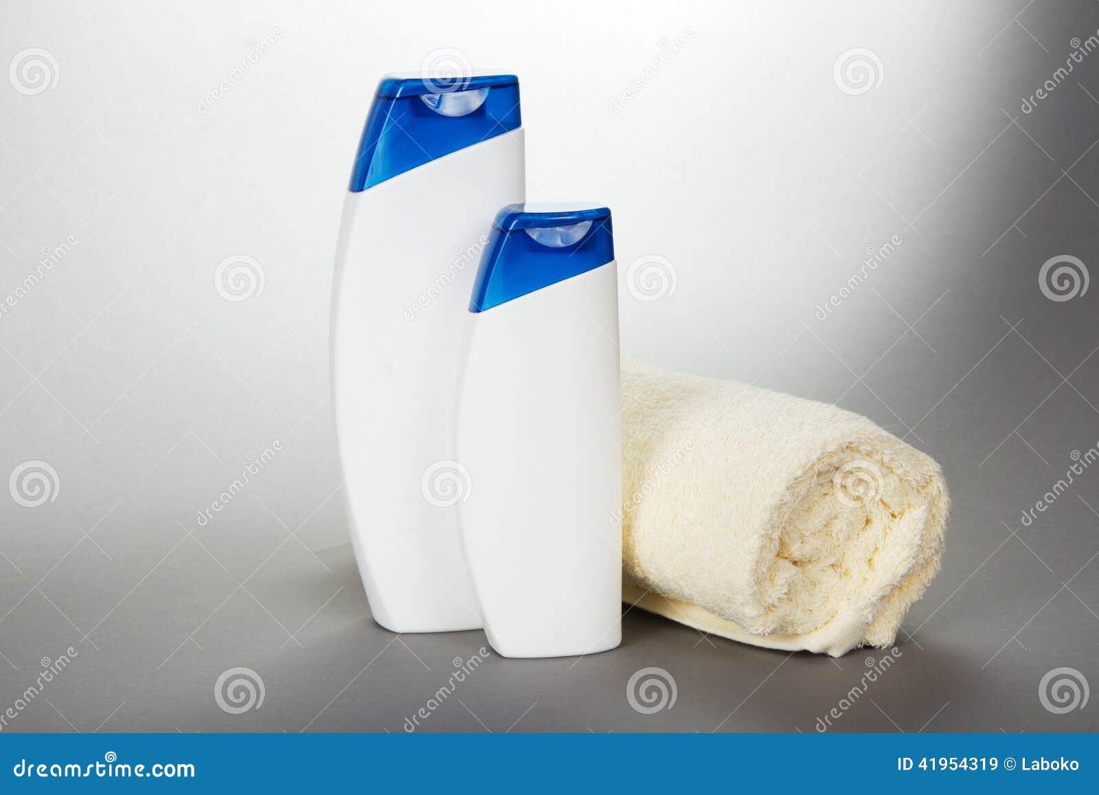 Ograniczający ręcznik, szampon i gel,