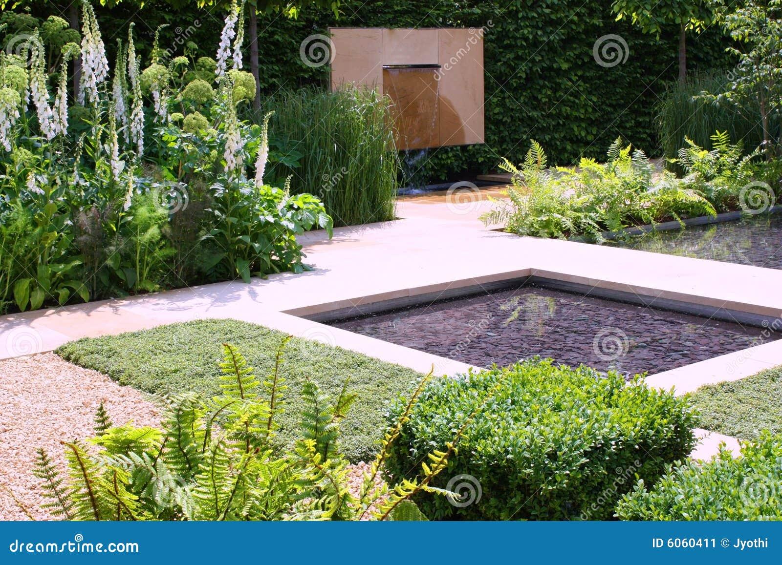 Ogrodowa Wody Obraz Stock Obraz Złożonej Z Drzewa Trawy