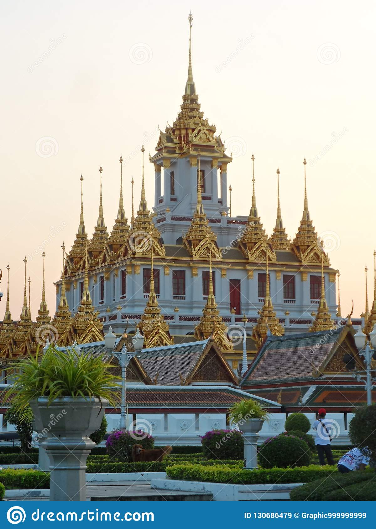 Ogrodowe parkowe fotografie w Bangkok, Tajlandia Tam są wiele ciekawi miejscami Tajlandzkimi i cudzoziemskimi turystami Przychodz