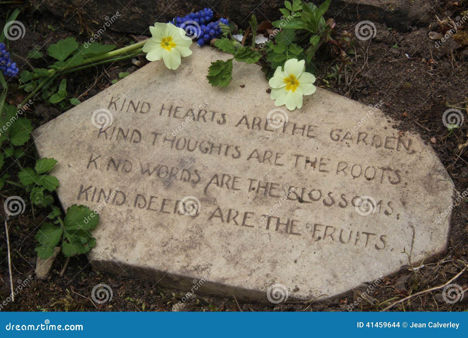 Ogrodowy Wiersz Na Kamieniu Z Pierwiosnek Dobroci Pojęciem