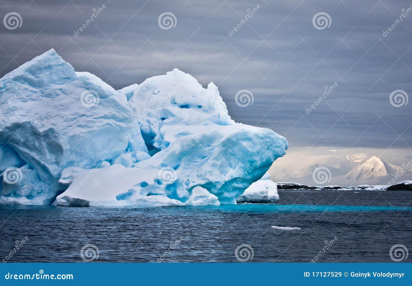 Ogromna Antarctica góra lodowa