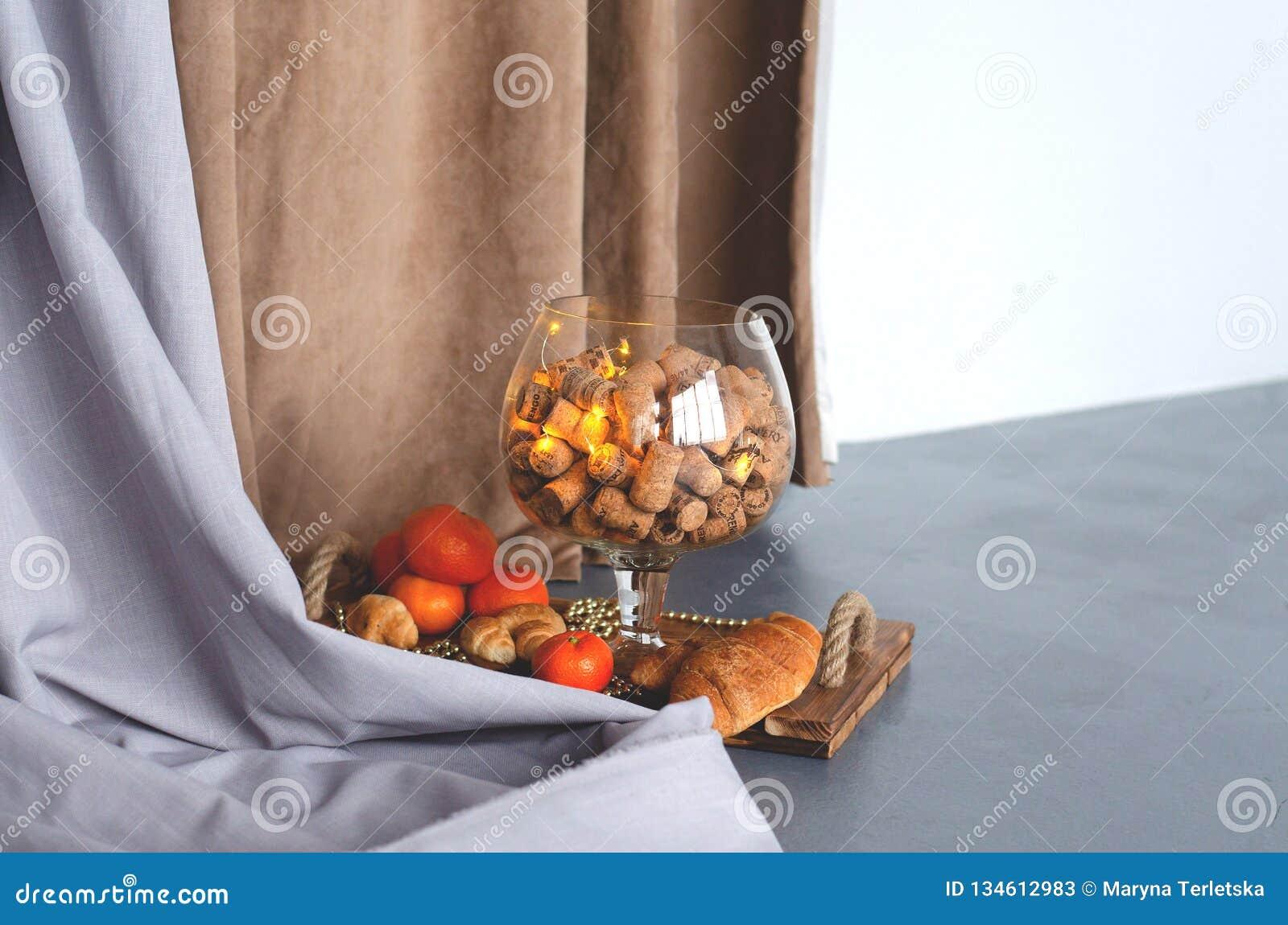 Ogromny szkło szampana i wina korki