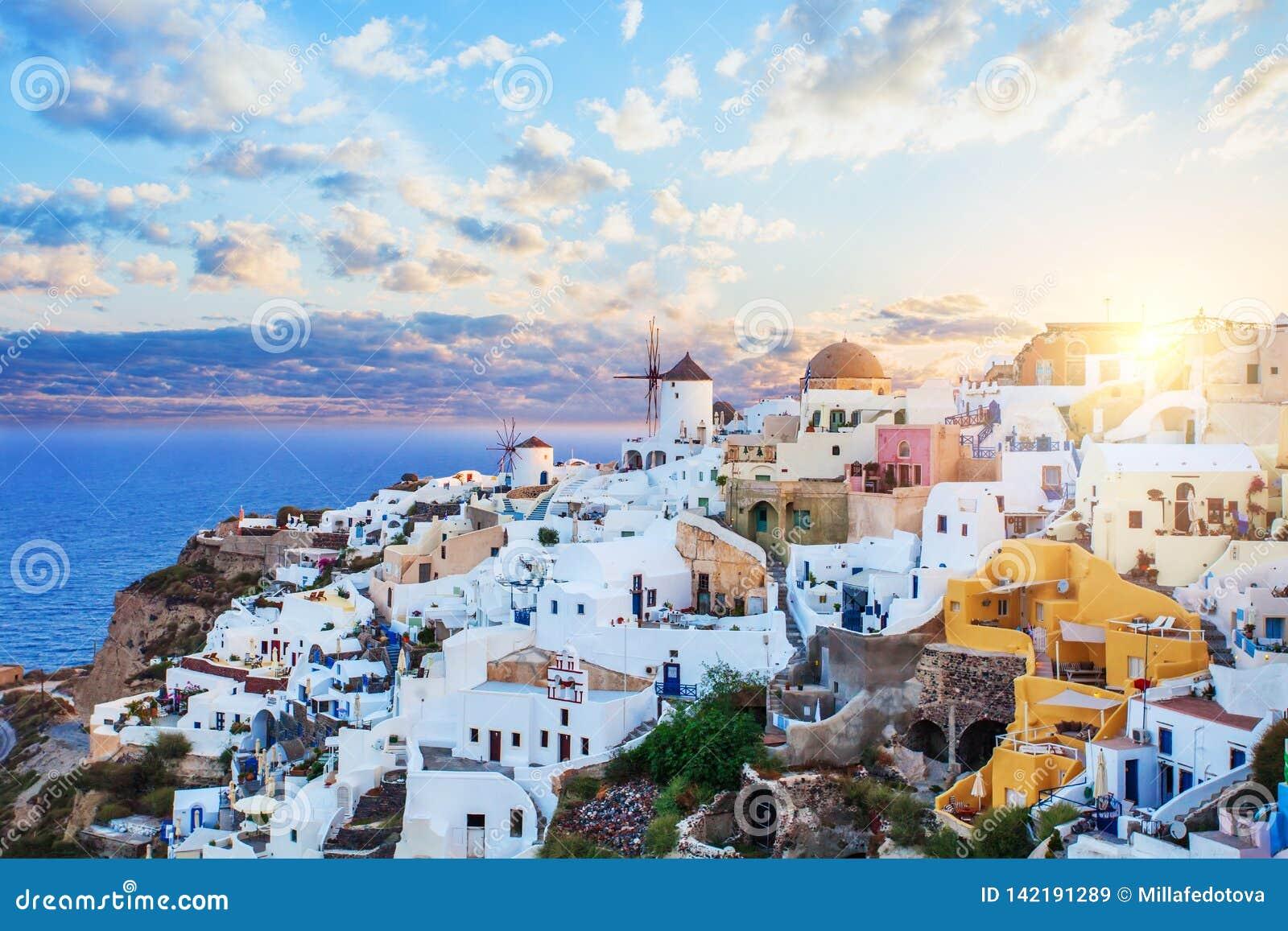 Oia sur l île de Santorini Architecture, mer et ciel Paysage de Santorini, horizon de ville d Oia