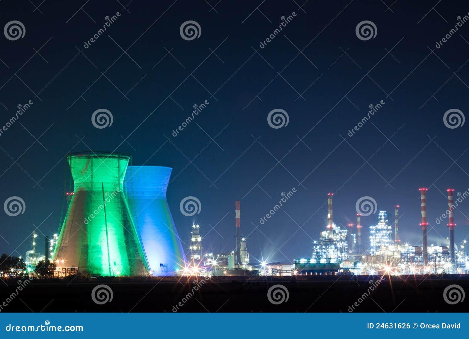oil-refinery-24631626.jpg
