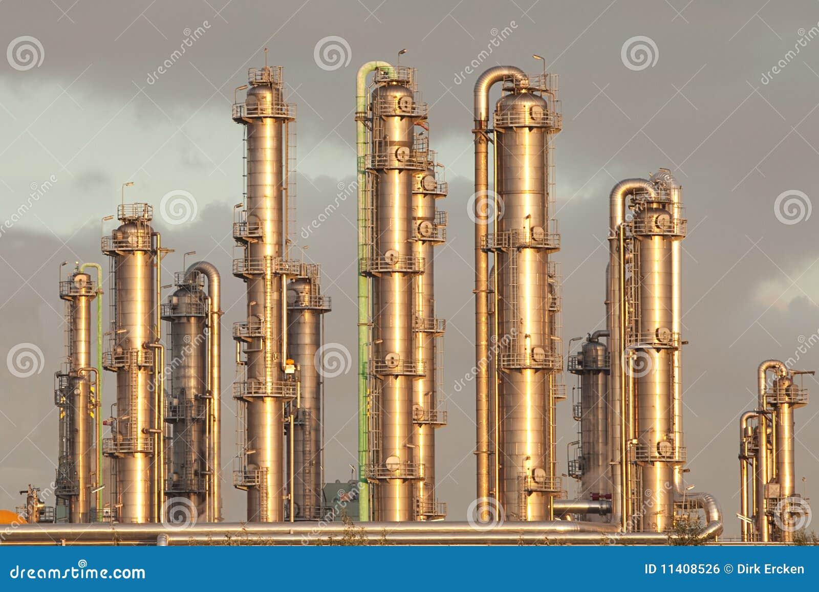 Oil refinery industry distillation pipelines