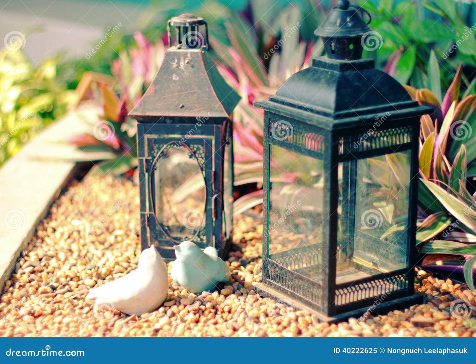 Oiseaux et lampe en céramique de vintage pour le jardin décoré