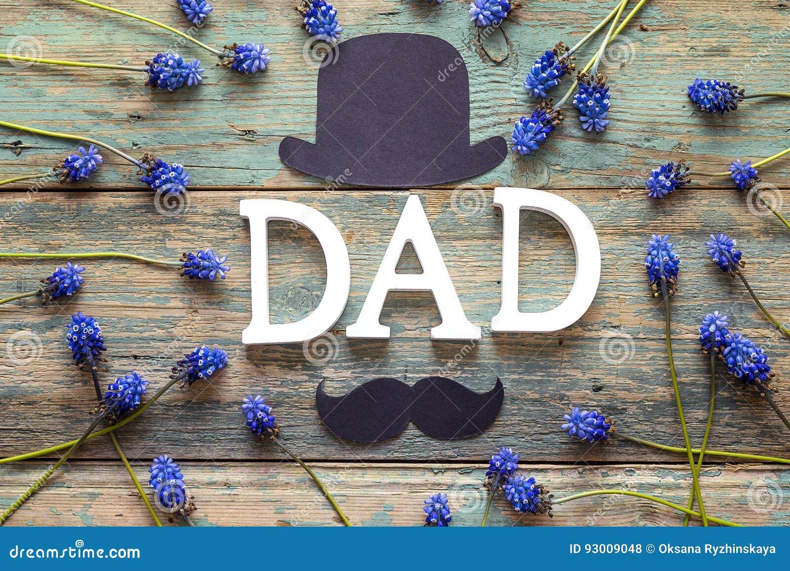 Ojca dnia tło z listu tata, papierowy kapelusz, wąsy i