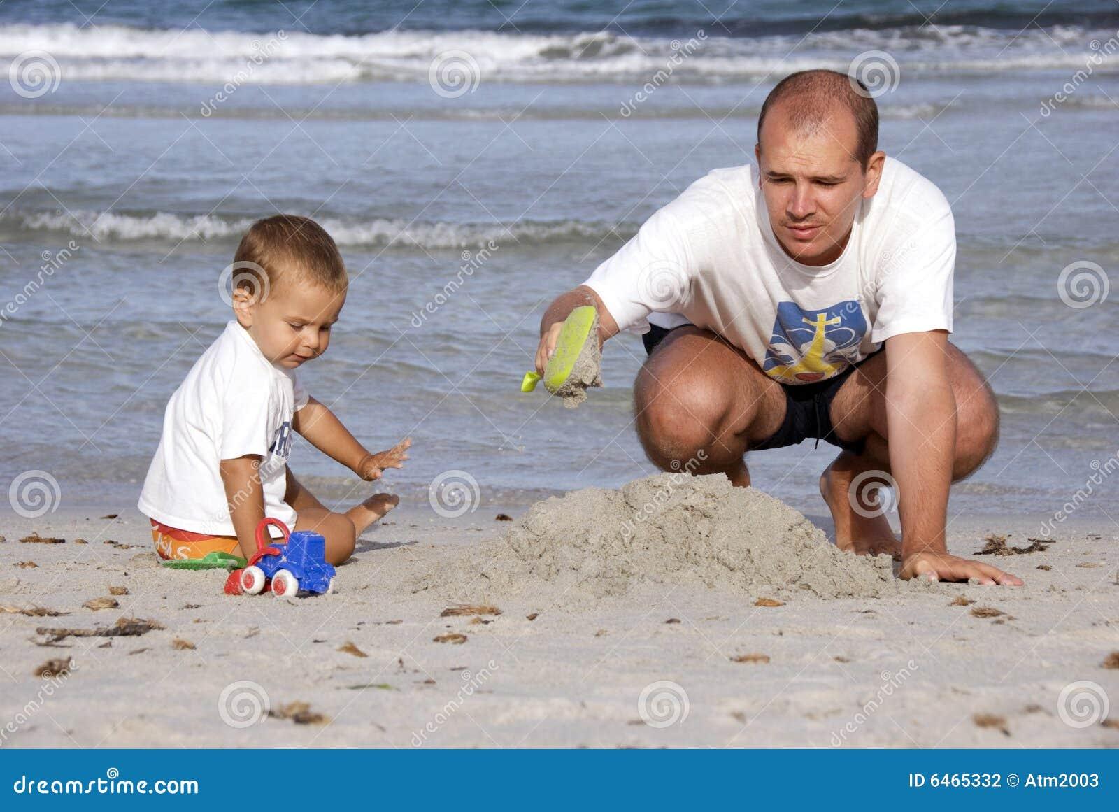 Ojca i syna na plaży