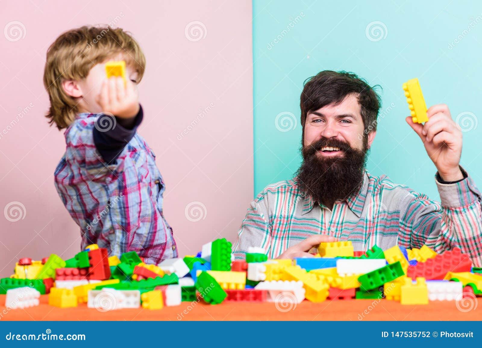 Ojciec i syn tworzymy budowy Brodata m??czyzny i syna sztuka wp?lnie Ka?dy syn i tata musimy robi? wp?lnie Tata i dzieciak