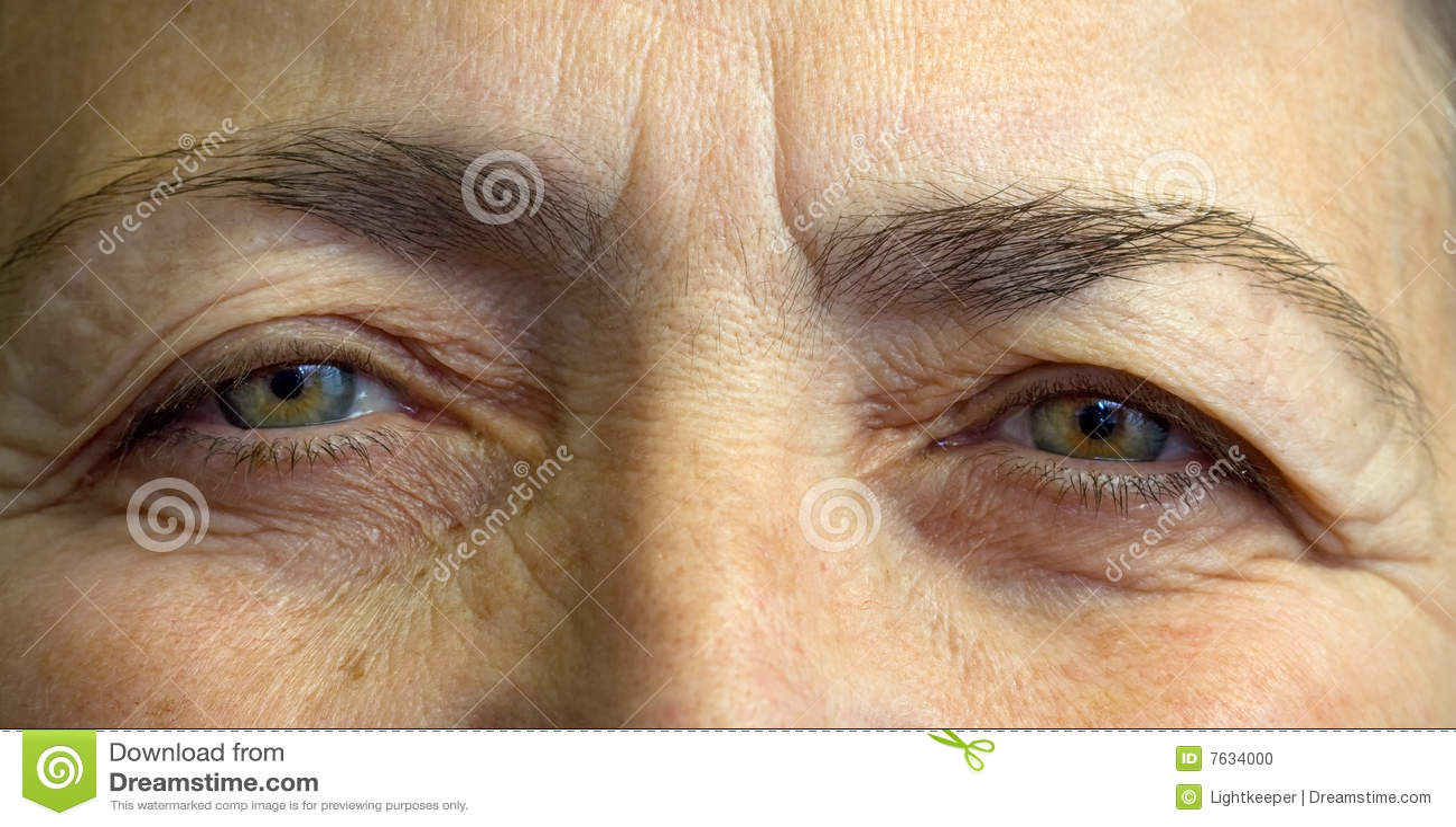 Ojos mayores de los womans