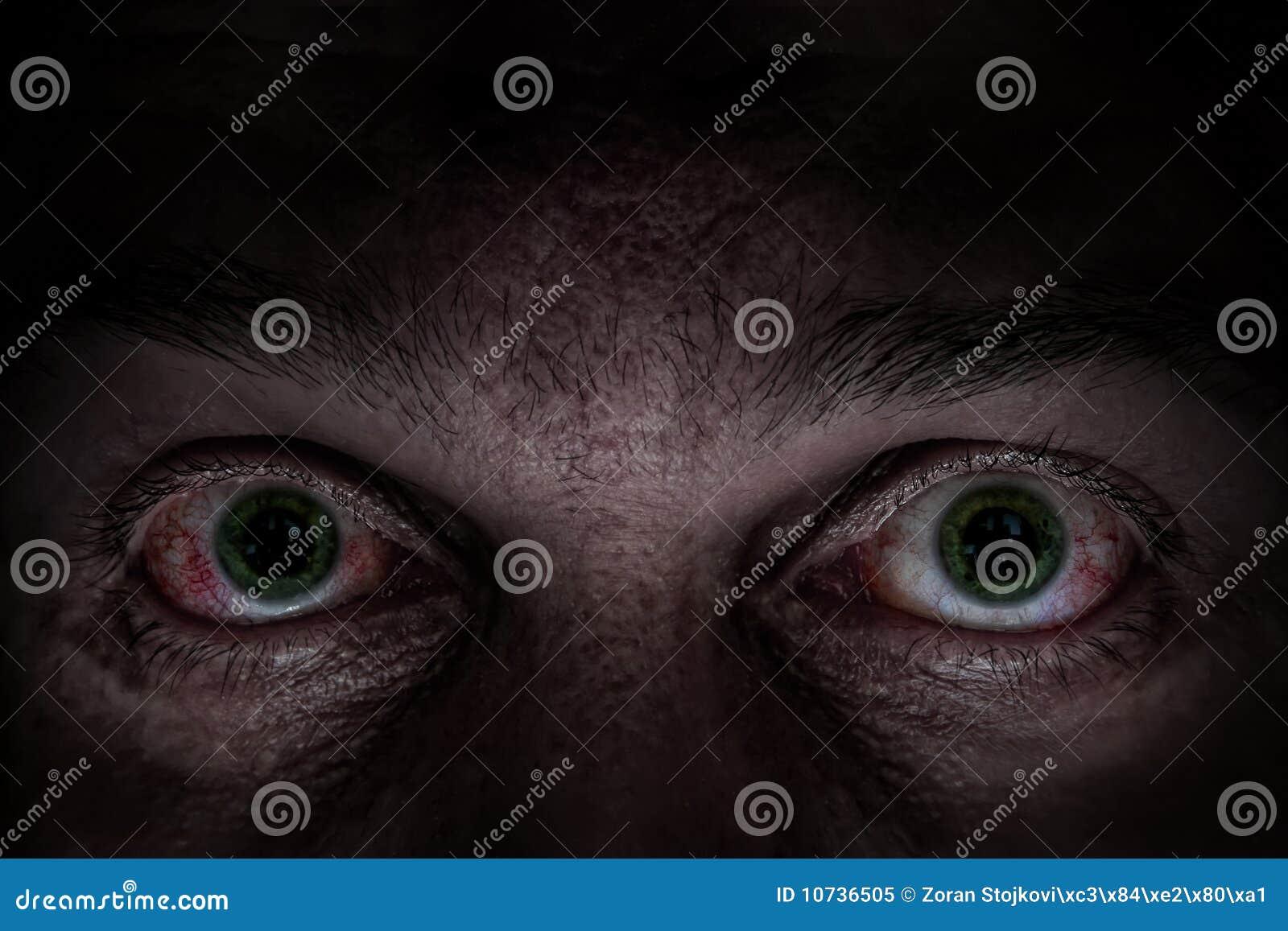 Ojos verdes asustadizos
