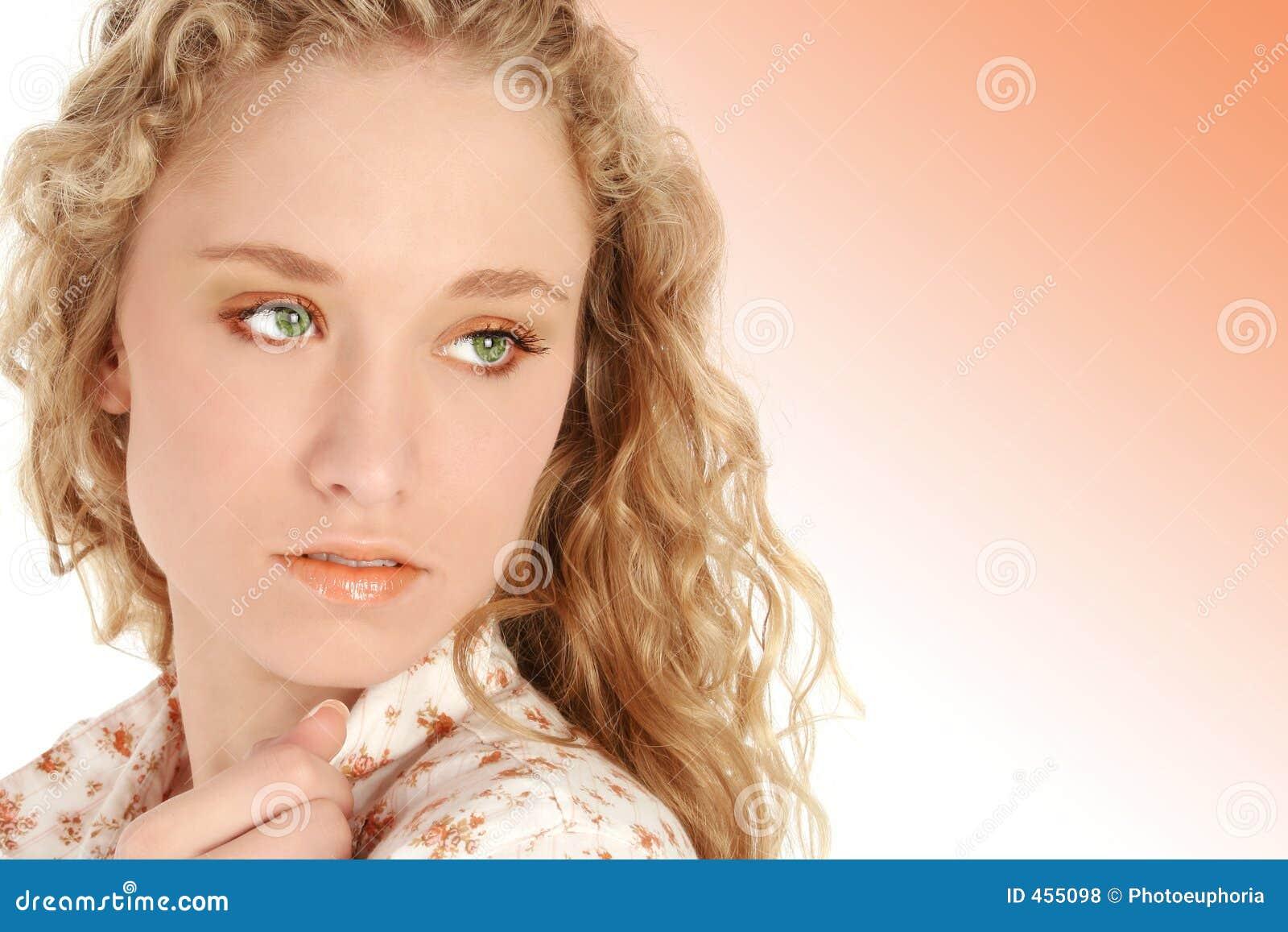 rubio ojos verdes