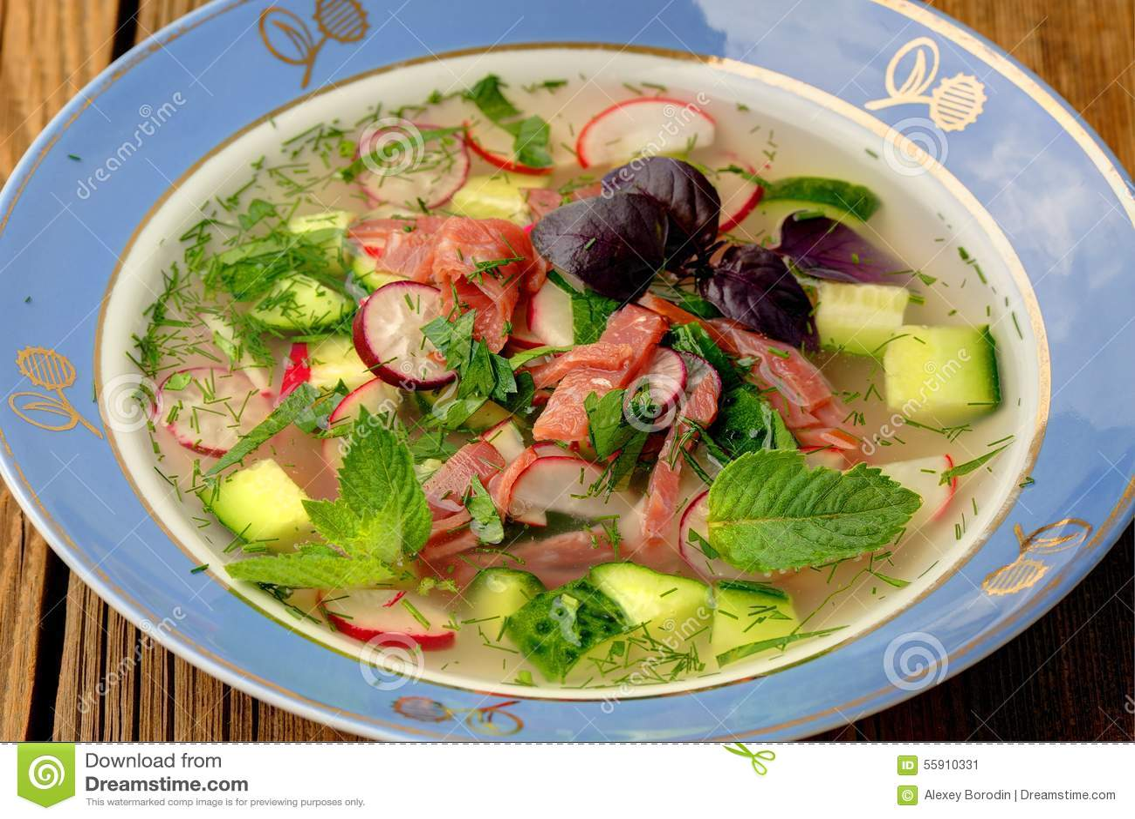 Okroshka soupe russe froide traditionnelle avec des kvas concombres ra image stock image du - Cuisine traditionnelle russe ...