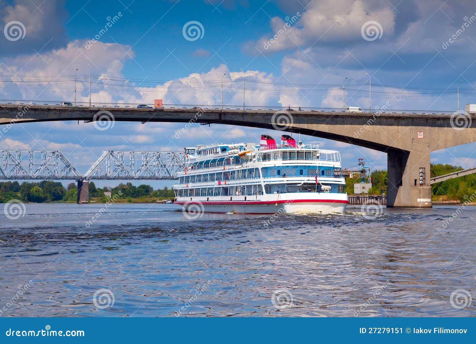Oktober bro i Yaroslavl