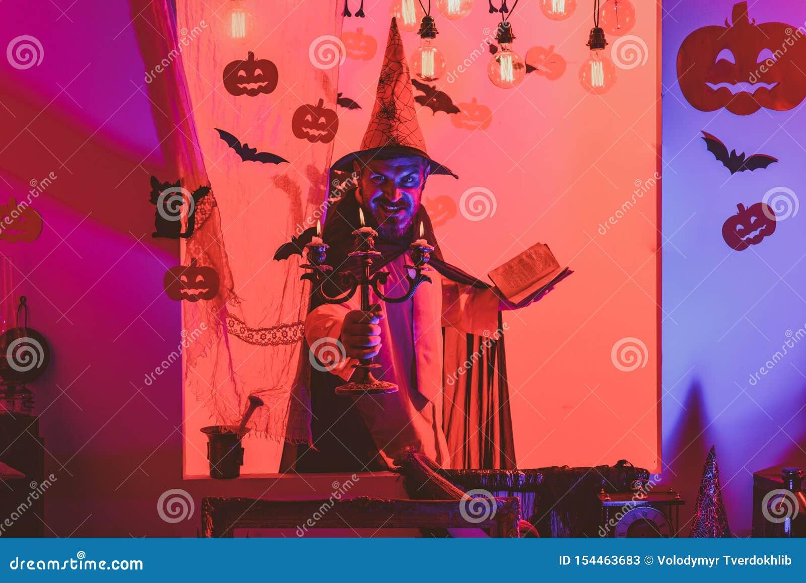 31 Oktober Maak omhooggaand en eng concept voor de mens De partij van de viering Halloween, vakantieviering Kwaad witcher met roo