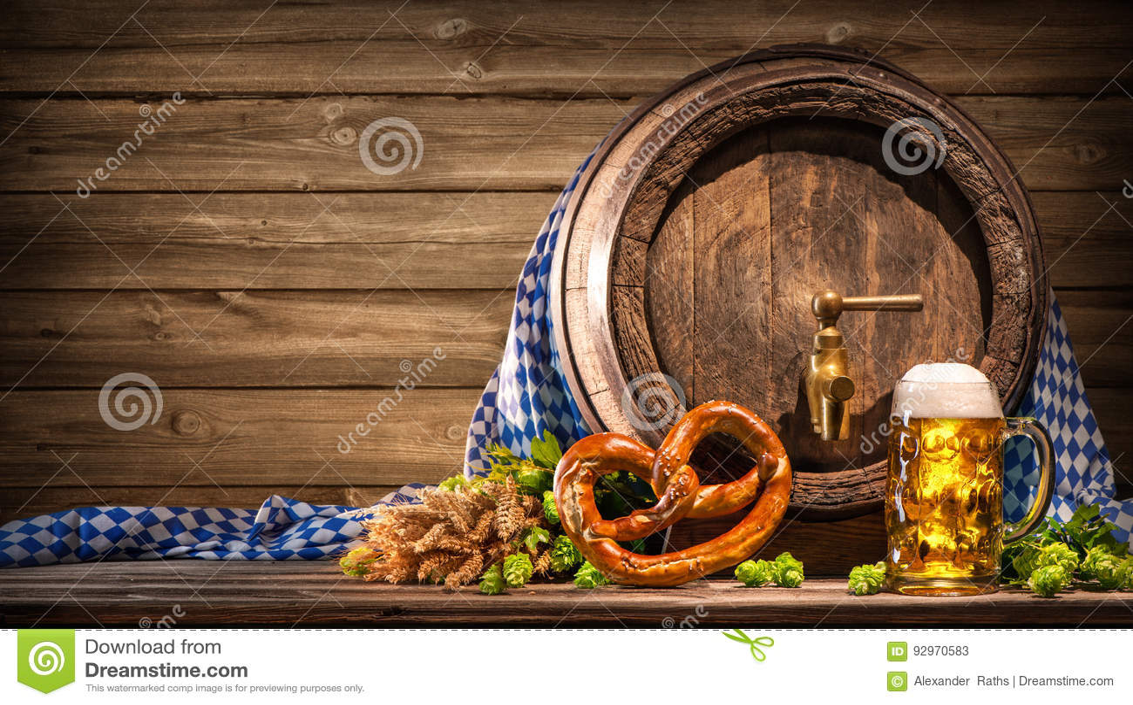 Oktoberfest-Bierfaß und Bierglas