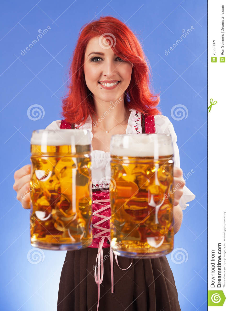 oktoberfest girl serving beer royalty free stock images free apple clipart free apple clipart border