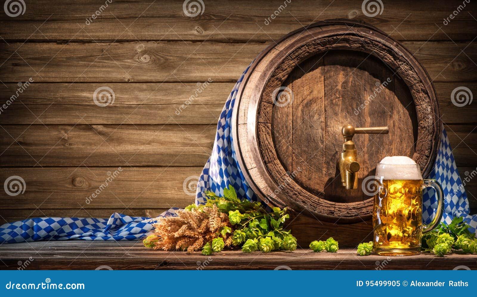 Oktoberfestbiervat en bierglas