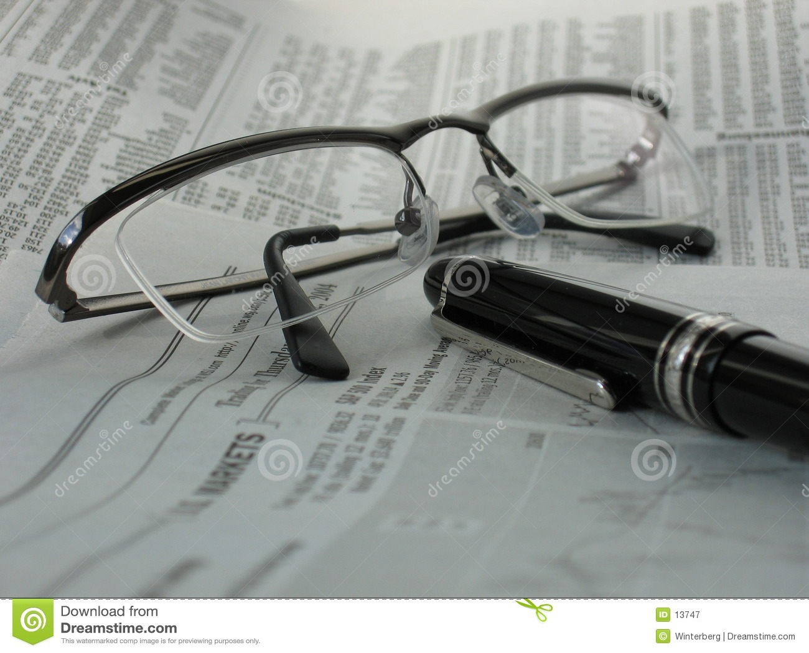 Okulary gazety długopis