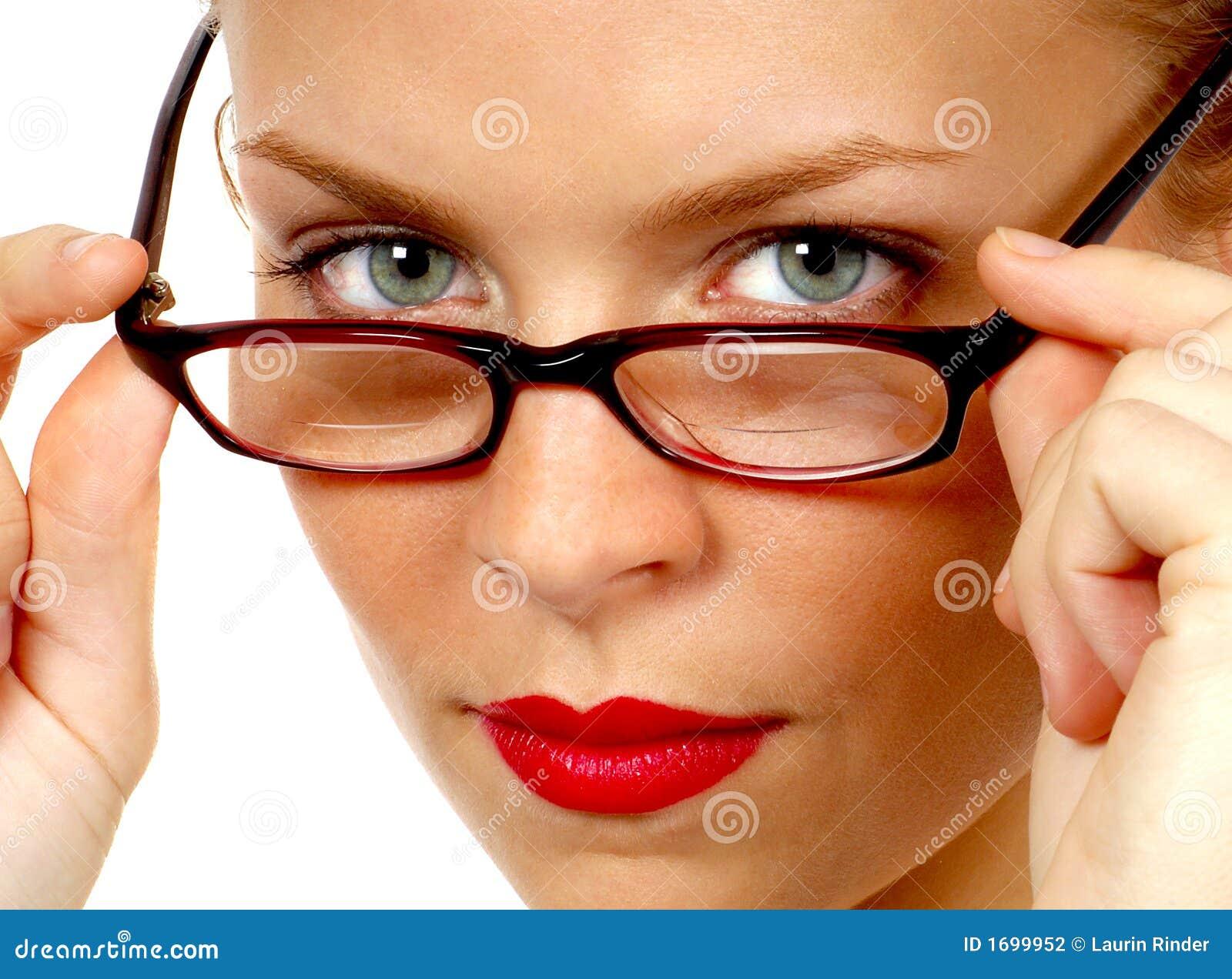 Okulary jej sekretarkę usunięte