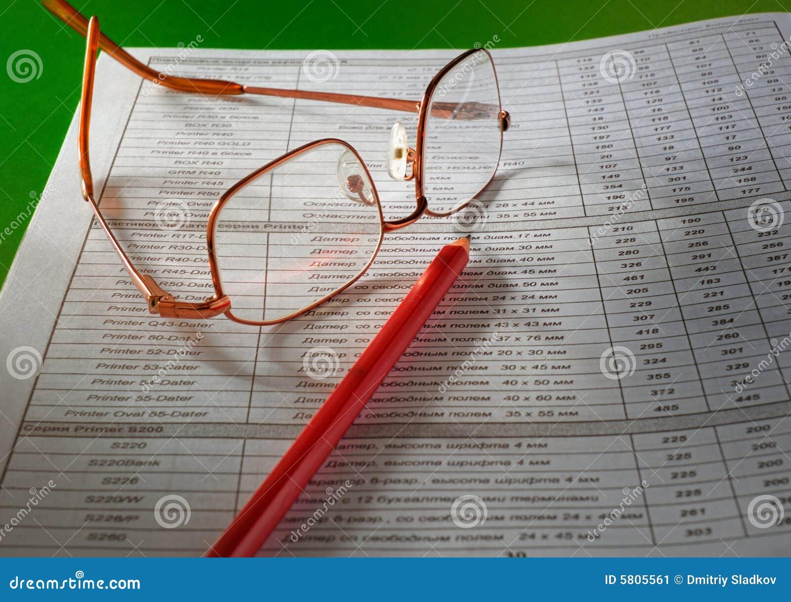 Okulary ołówek dokumentów
