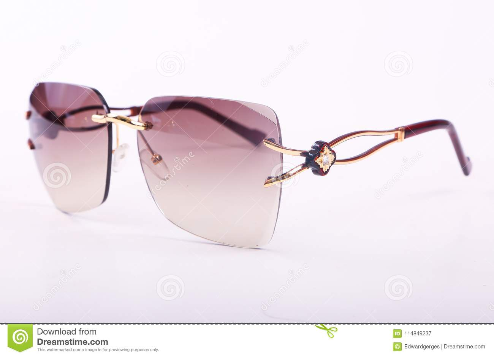 Okulary przeciwsłoneczni dla nowożytnych kobiet