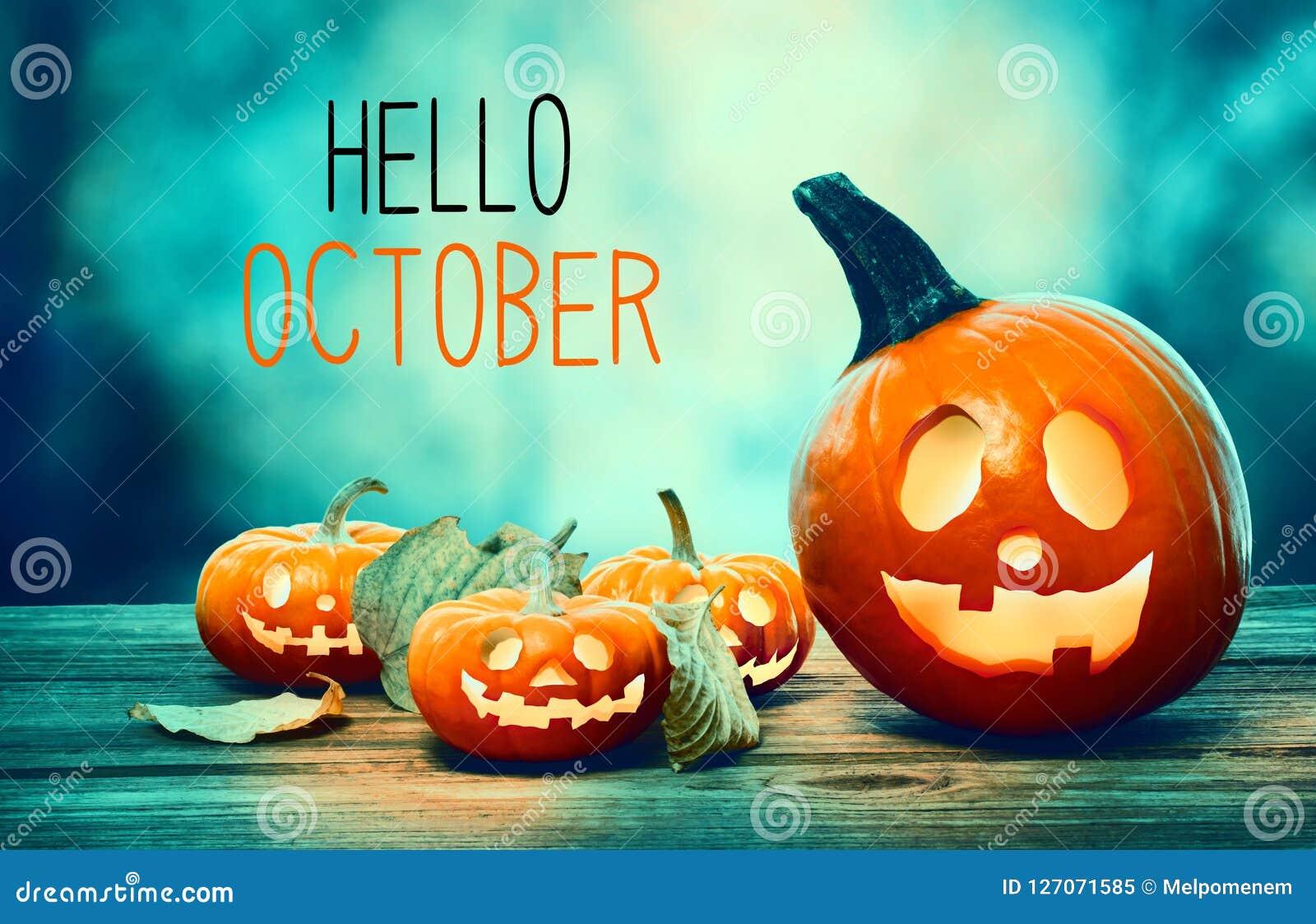Olá! outubro com as abóboras na noite