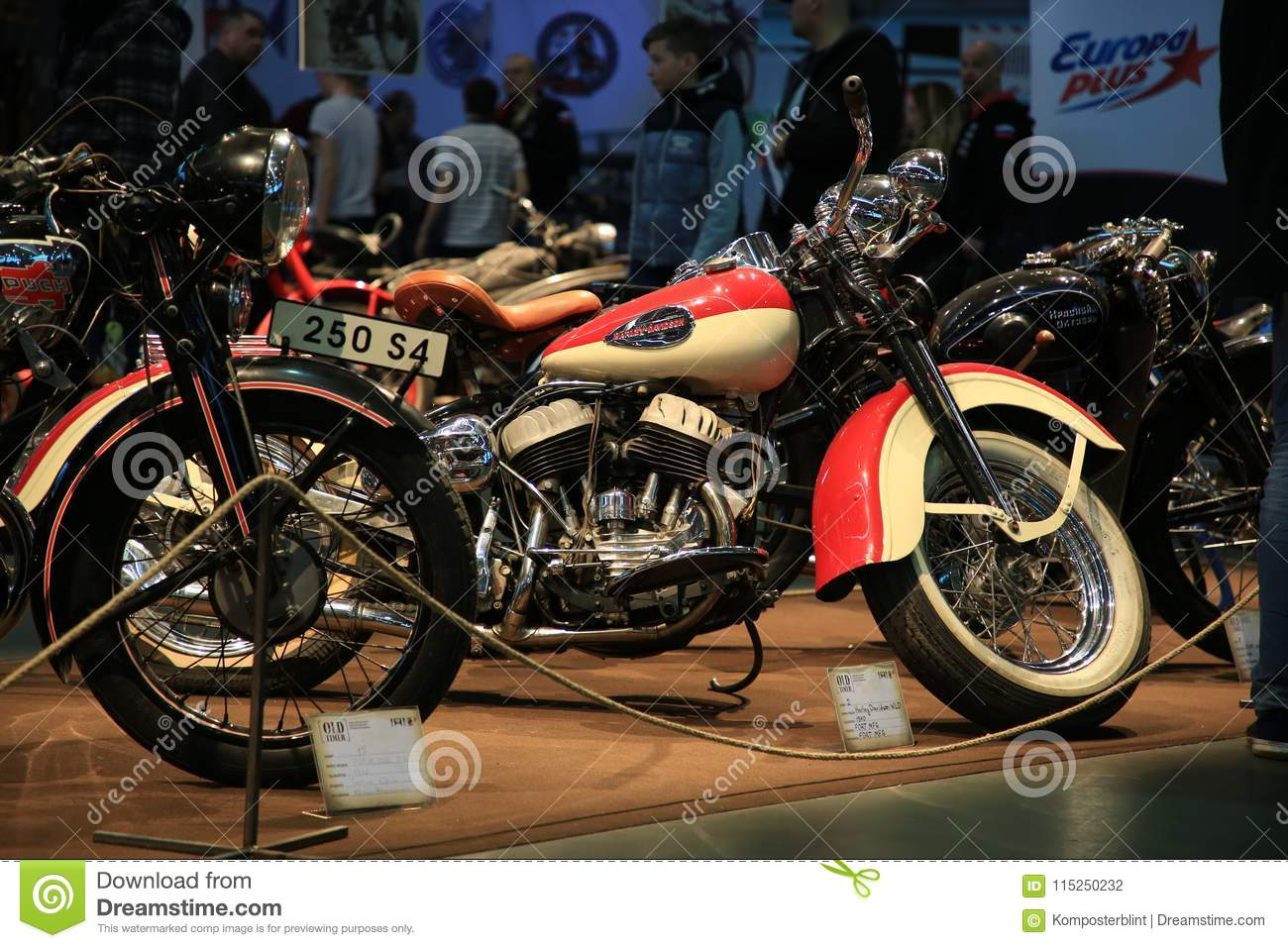 old american motorcycle harley davidson wld red and beige 1940