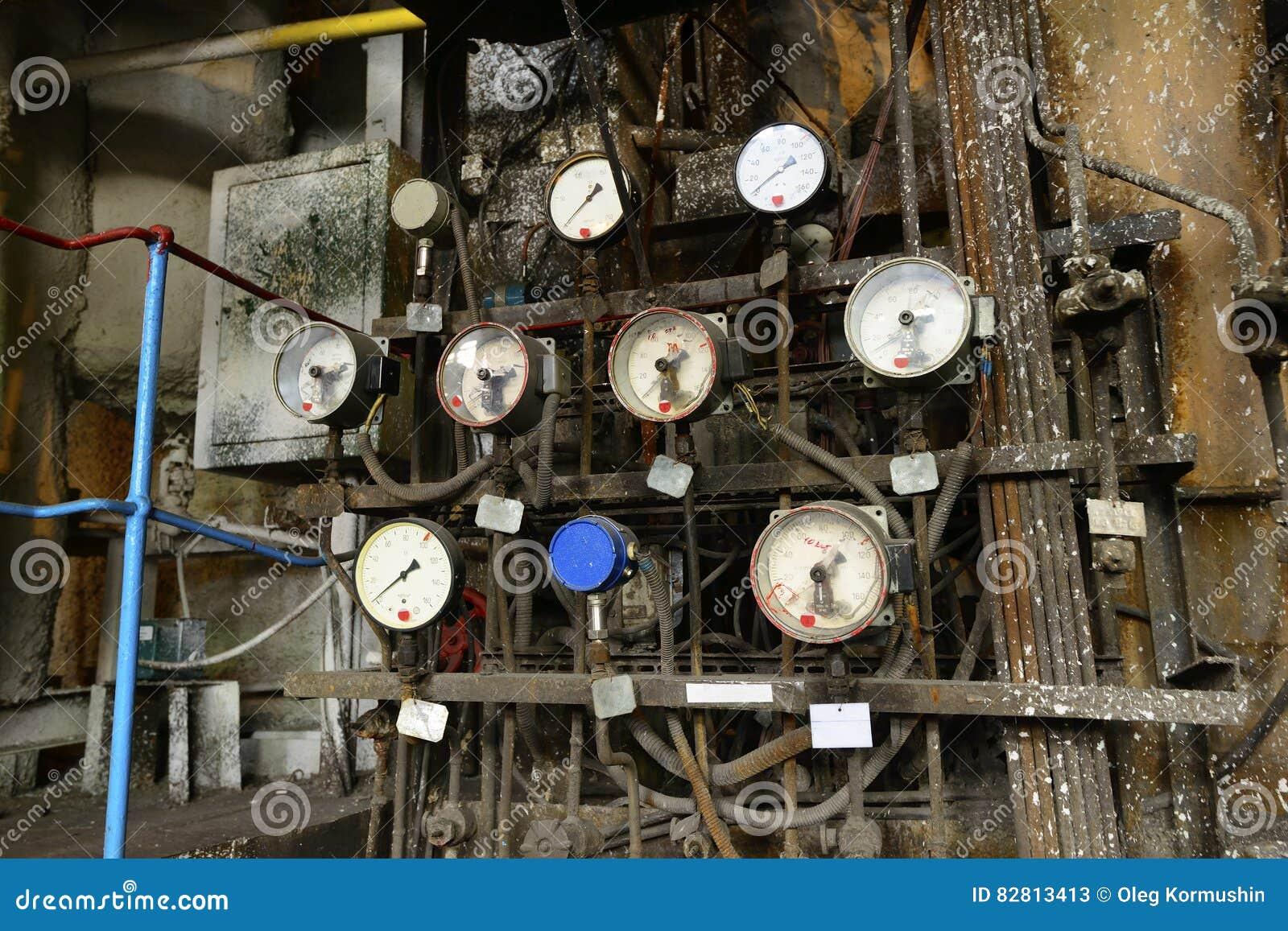 Old analog pressure meters in a power plant