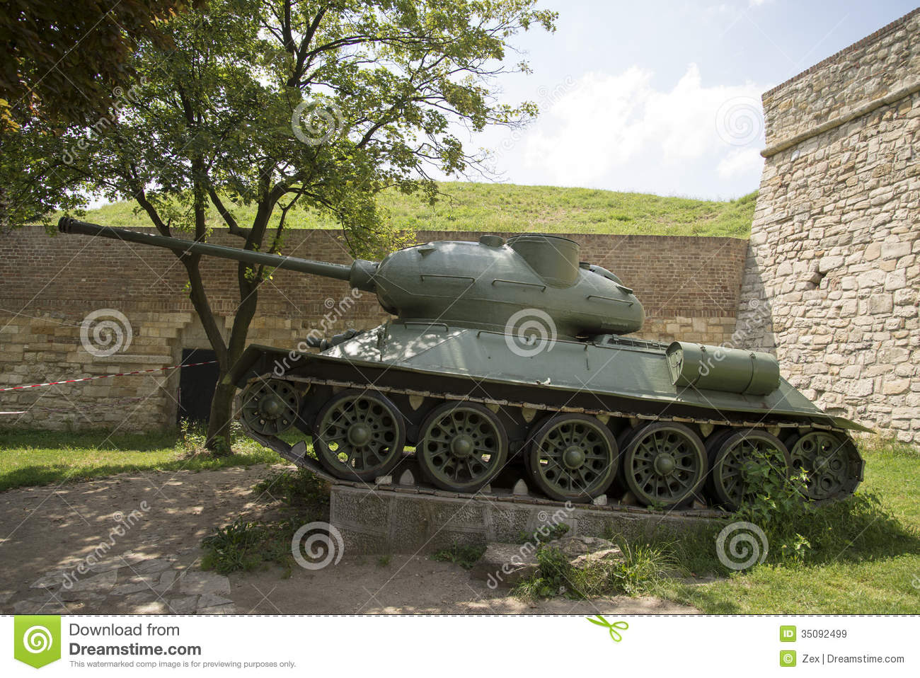 Old Army Tank Photo Royalty Free Stock Images - Image: 35092499