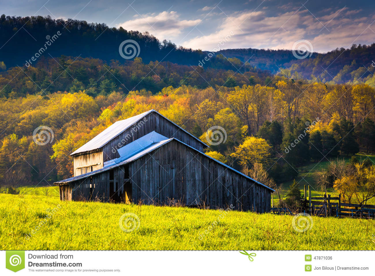 Old Barn And Rural Valley Royalty Free Stock Photography
