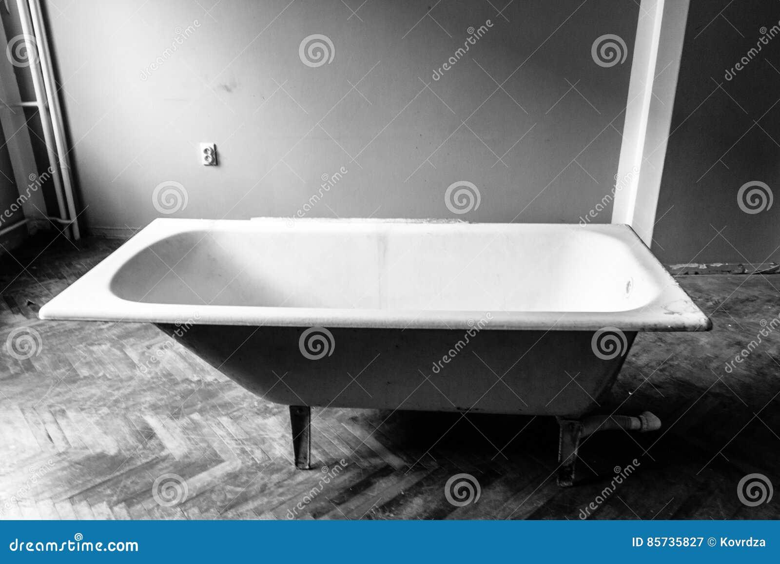 Old Bath Tube, Black And White Stock Image - Image of border, focus ...