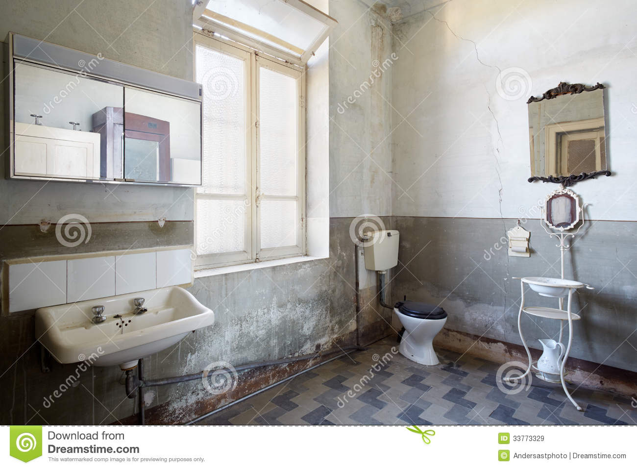 Old Bathroom Royalty Free Stock Images Image 33773329
