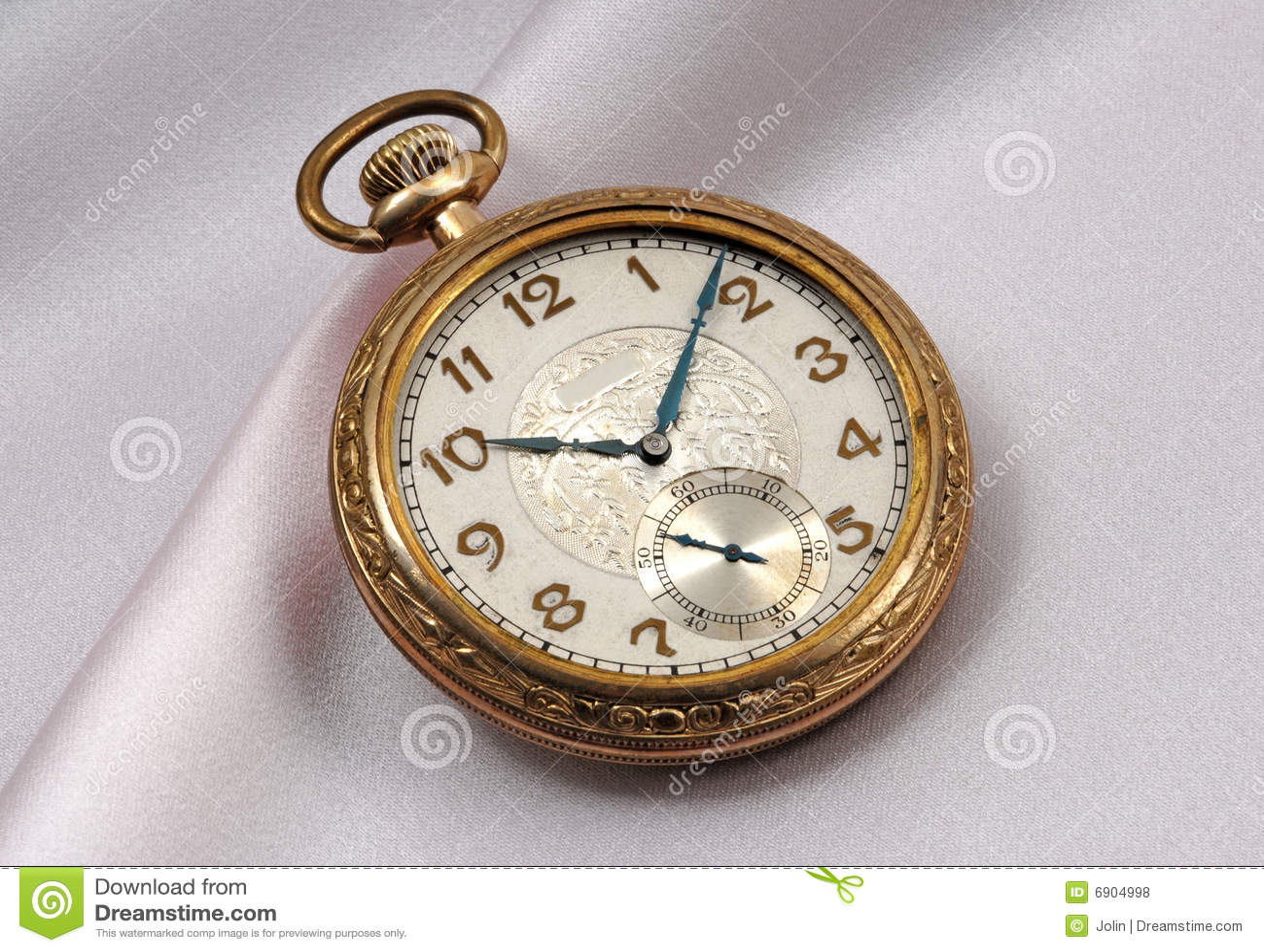 Golden watch - Photo by Manon - Tookapic