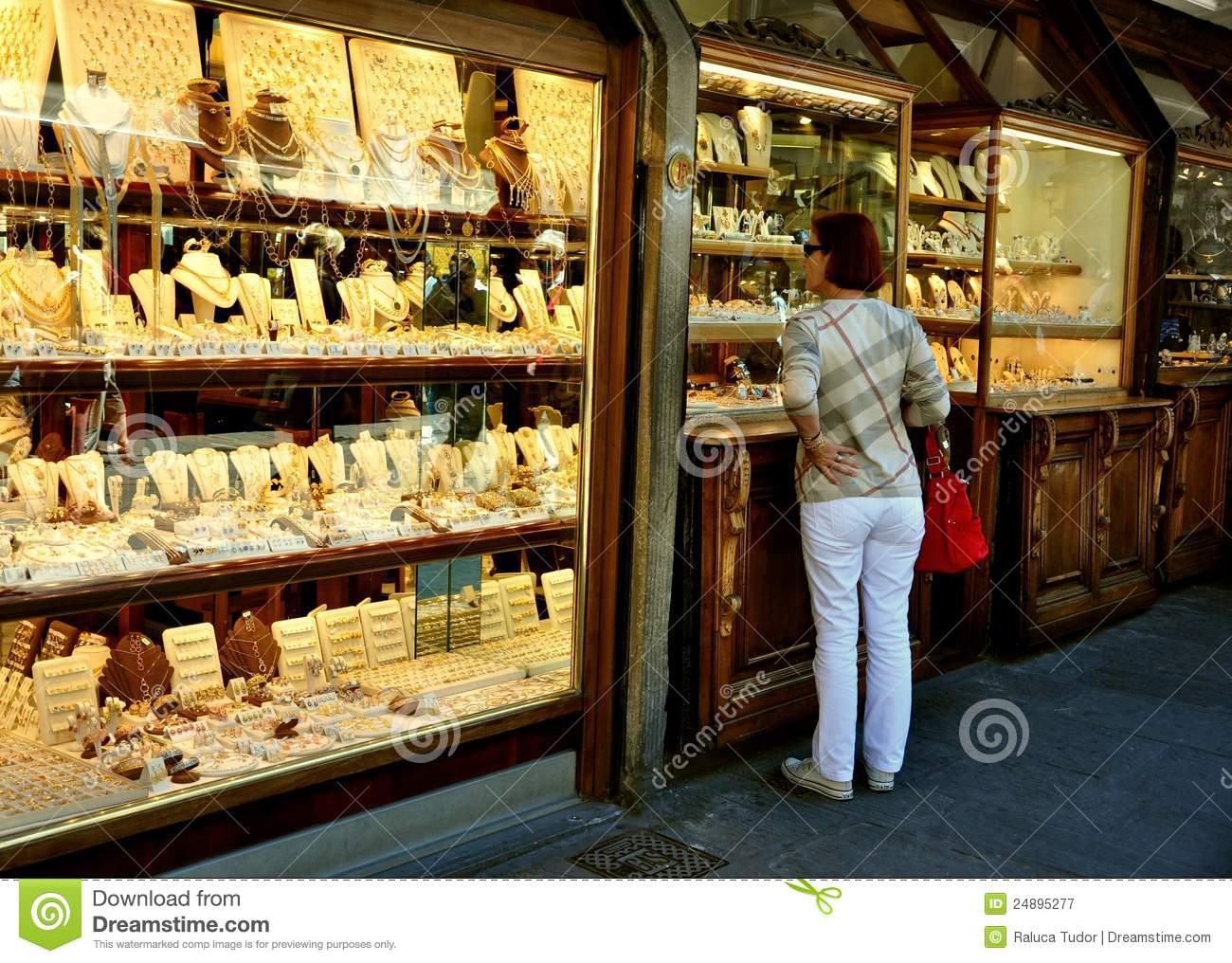 Old bridge shops in florence italy editorial photography for Dream store firenze