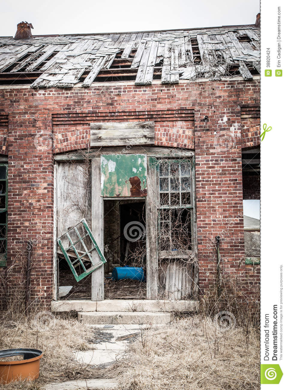 Building Falling Over : Old building falling apart stock photo image