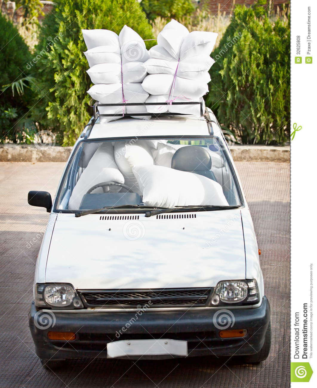 Auto Good Image: Old Car, Good Staffing Of Airbags. Joke. Royalty Free