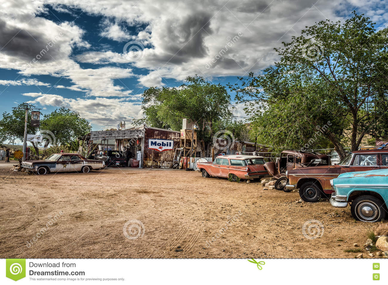 Old Car Wrecks N The Historic Route 66 In Hackberry, Arizona ...