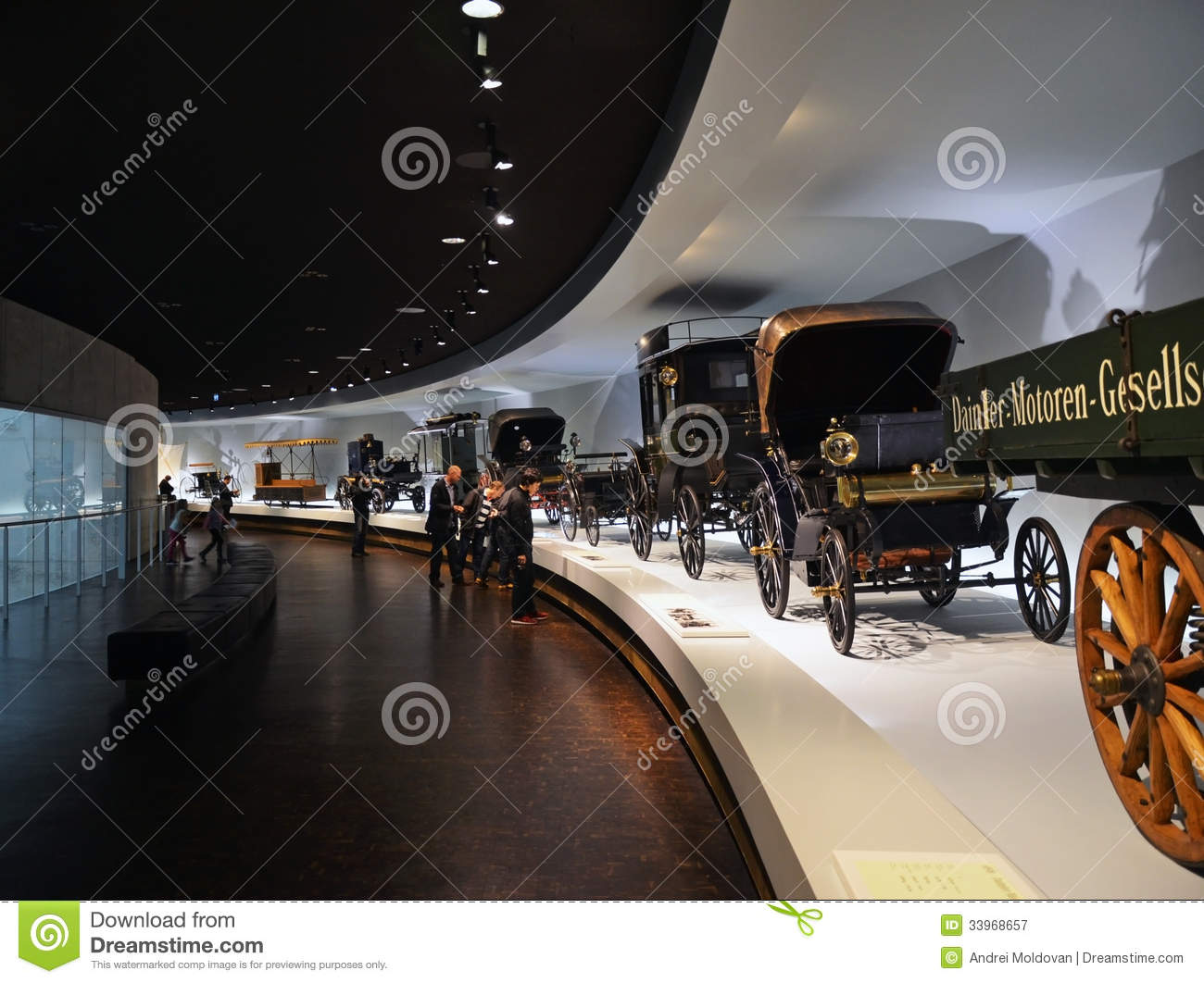 Old cars exhibit in the mercedes benz museum in stuttgart for Mercedes benz stuttgart