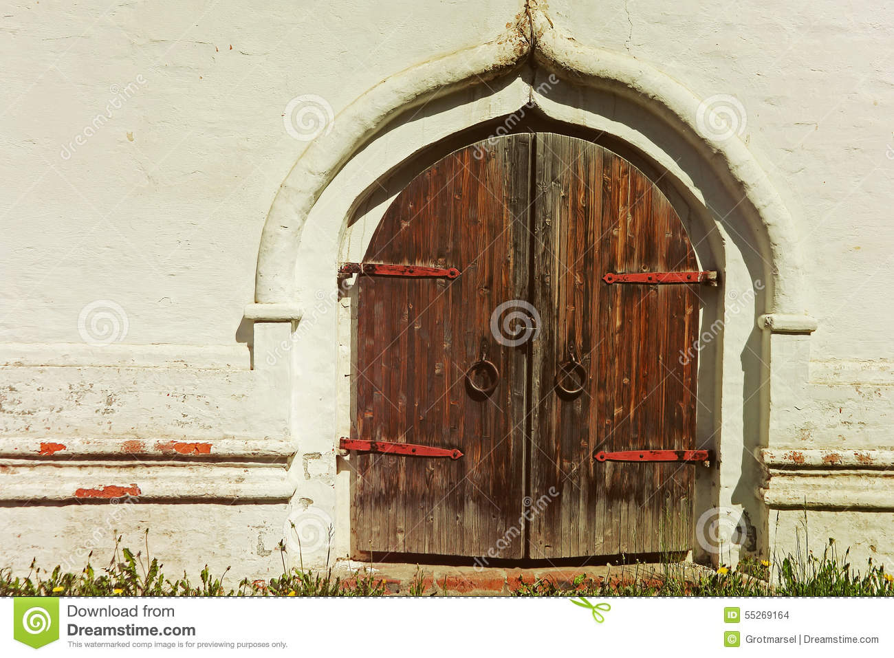 Old castle wooden gate taken closeup and white wall stock - Photos de vieilles portes en bois ...