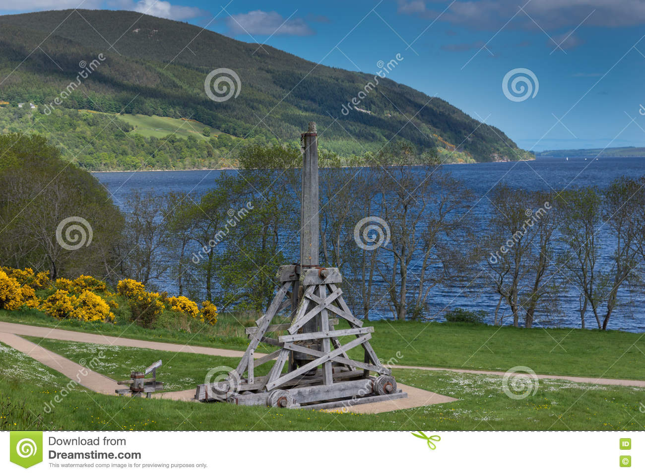old catapult on urquhart castle grounds at loch ness stock photo