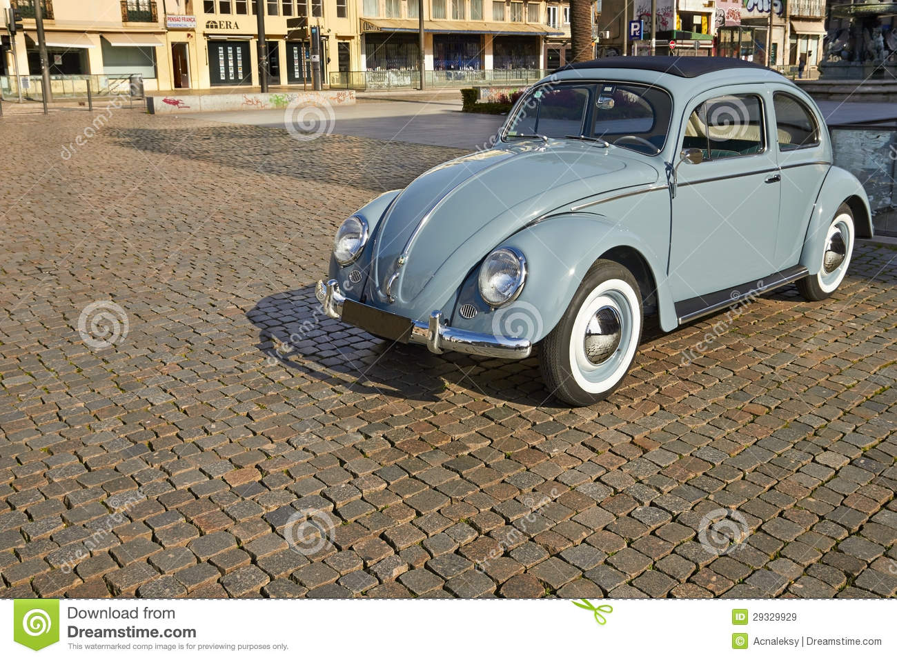 Old classic car editorial stock image. Image of city - 29329929