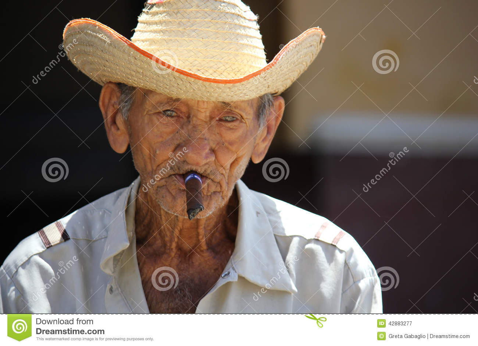 fdaa6a7c9 Old Cuban Man Smoking A Cigar Editorial Photography - Image of ...